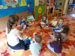 Karolina pracuje z maluszkami